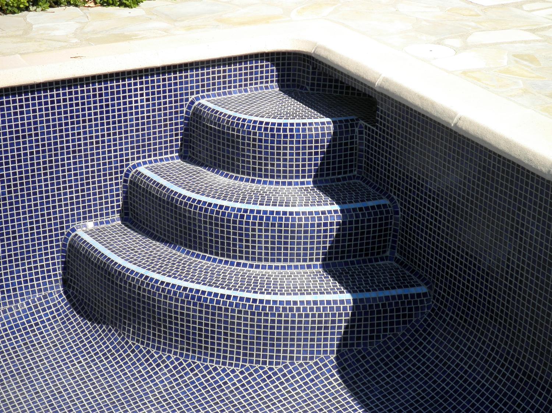 escaliers banquettes art mosaique. Black Bedroom Furniture Sets. Home Design Ideas