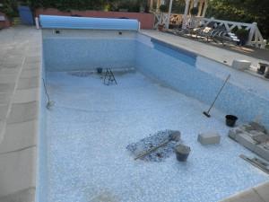 Rénovation piscine avec réalisation escalier